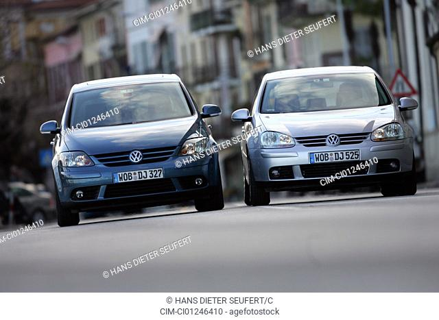 Car, VW Volkswagen Golf Plus 1.9 TDI, model year 2004-, blue, and VW Volkswagen Golf 1.9 TDI, Year of construction 2004-, silver, Lower middle-sized class