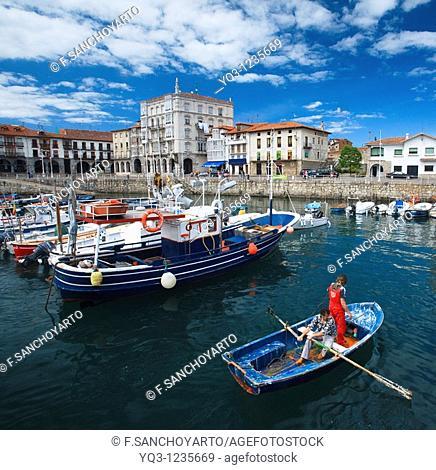 Fishermen on their bat. La Dársena, Castro Urdiales, Cantabria, Spain
