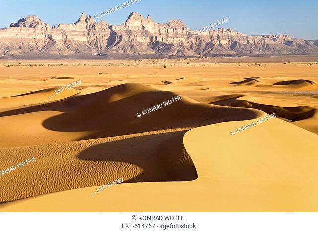 Sanddunes and Idinen mountains in the libyan desert, Libya, Sahara, North Africa