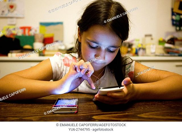 10 year old girl with smartphone