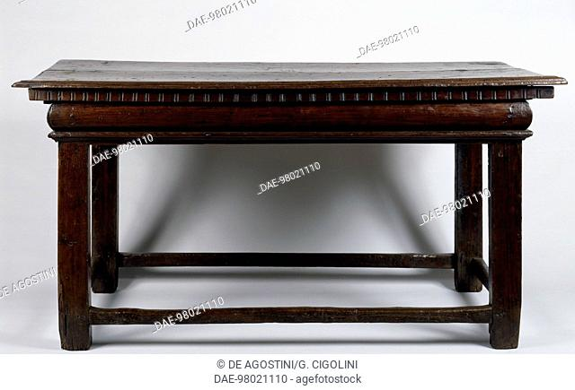 Walnut console table with chestnut supports, made in England. Italy, early 16th century