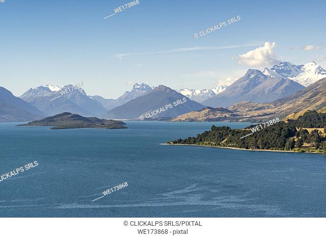View from Bennets Bluff Lookout over Lake Wakatipu, Pig and Pigeon Islands and Mt Aspiring NP. Mount Creighton, Queenstown Lakes district, Otago region