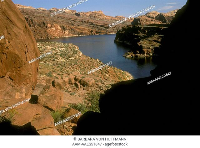 Scenic of Red Rock Country at Lake Powell-Glen Canyon NRA, UT