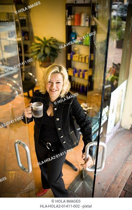 Salon owners opens door to salon