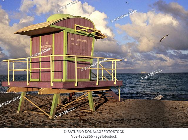 LIFEGUARD HUT AT DUSK - MIAMI BEACH - FLORIDA - USA