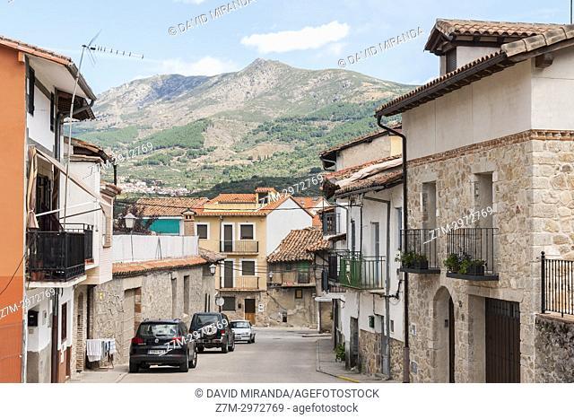 Calle típica de Mombeltrán. Barranco de las cinco villas. Valle del Tiétar. Provincia de Ávila, Castile-Leon, Spain