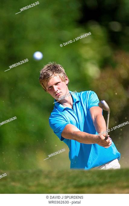 Golfer keeps akeen eye on gold ball after chip