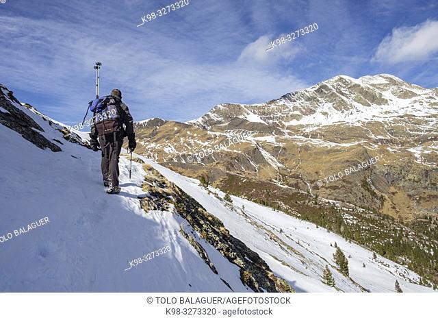 Picos de Culfreda (Pic de Batoua), 3034 m, ascenso al puerto de la Madera, Huesca, Aragón, cordillera de los Pirineos, Spain