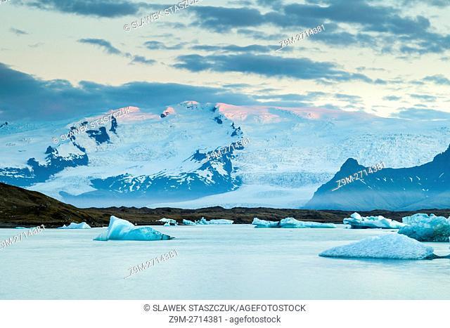 Sunrise at Jokulsarlon glacial lagoon, Iceland