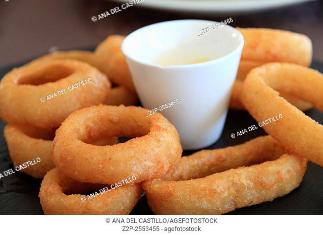 breaded squid rings with tartar sauce