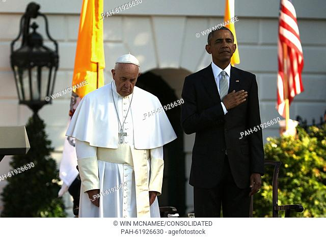 (L-R) Pope Francis and U.S. President Barack Obama stands for the national anthem of the United States during the arrival ceremony at the White House on...