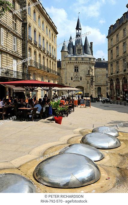 View of Porte Cailhau from Place de Palais, Bordeaux, UNESCO World Heritage Site, Gironde, Aquitaine, France, Europe