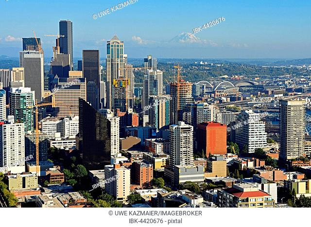 Skyline, in the back Mount Rainier, Seattle, Washington, USA