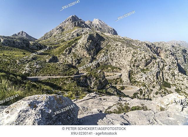 Serpentinen durch das Gebirge der Serra de Tramuntana, Mallorca, Balearen, Spanien   winding serpentine roads trough the Serra de Tramuntana mountain range