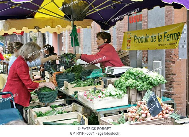 FARM PRODUCE ORGANIC VEGETABLES, SAINT-AUBIN MARKET, TOULOUSE, HAUTE-GARONNE 31, FRANCE