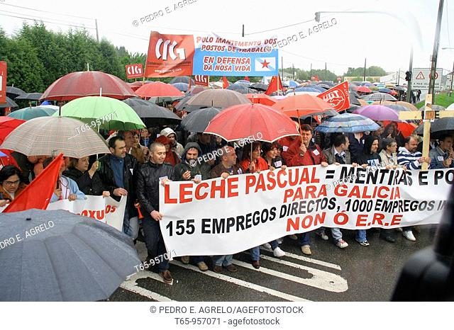 Milk producers demonstrate in front of Leche Pascual facilites in Outeiro de Rei, Province of Lugo, Galicia, Spain