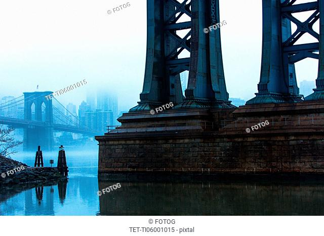 USA, New York, New York City, Manhattan, Brooklyn Bridge over East River in fog