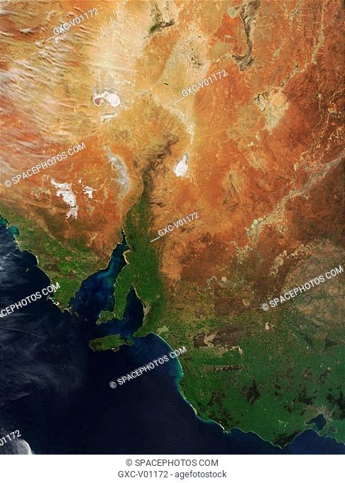 South Australia occupies the center of the Australian continent. The deserts of the interior give way to more fertile land along the coast of the Southern Ocean