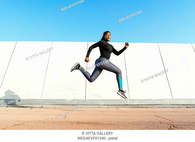 Young woman jumgping during workout