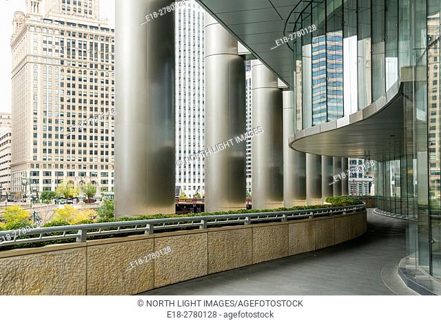 USA, IL, Chicago. Walkway beside the Trump Tower beside the Chicago River