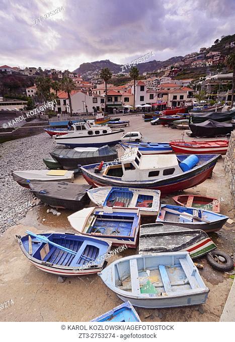 Portugal, Madeira, View of the fishermen port in the Camara de Lobos