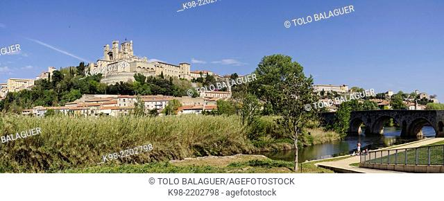 Pont Vieux and Saint-Nazaire Cathedral, 13th-14th Century, Beziers, Herault department ,Languedoc-Roussillon region, France