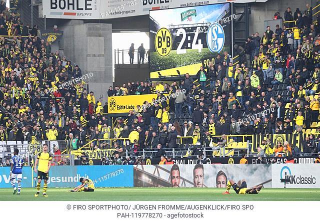 firo: 27.04.2019, Football, 2018/2019, 1.Bundesliga: BVB, Borussia Dortmund - FC Schalke 04 2: 4 Derby, defeat BVB, exchanged