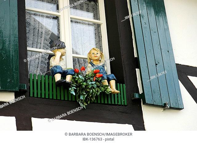 Figures of a boy and a girl in front of a window, Herten, Ruhrgebiet, North Rhine-Westphalia, Germany