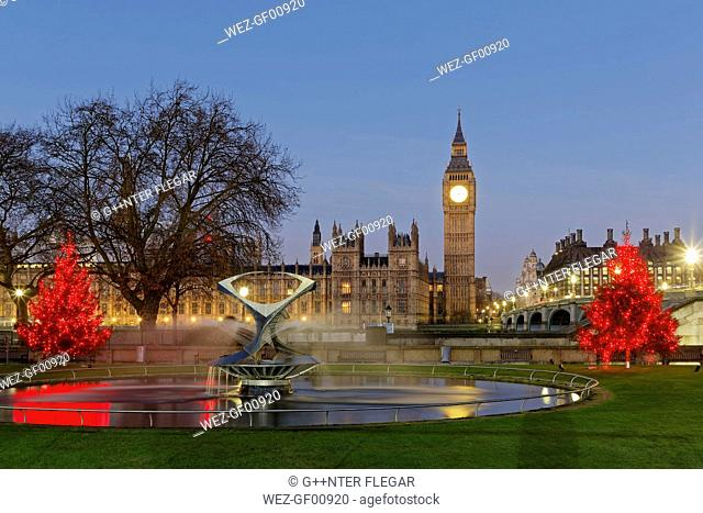 UK, London, Big Ben, Houses of Parliament and Westminster Bridge at dusk as seen from St Thomas's Hospital Park