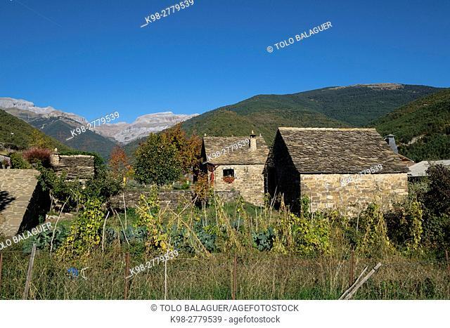 Jacetania region, Aragues del Puerto, Pyrenean mountain range, Huesca province, Aragon, Spain