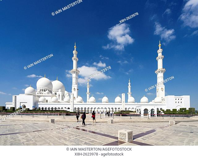 View of of Sheikh Zayed Grand Mosque in Abu Dhabi United Arab Emirates