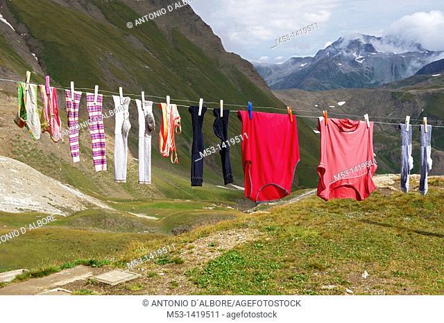 Washing drying outdoors