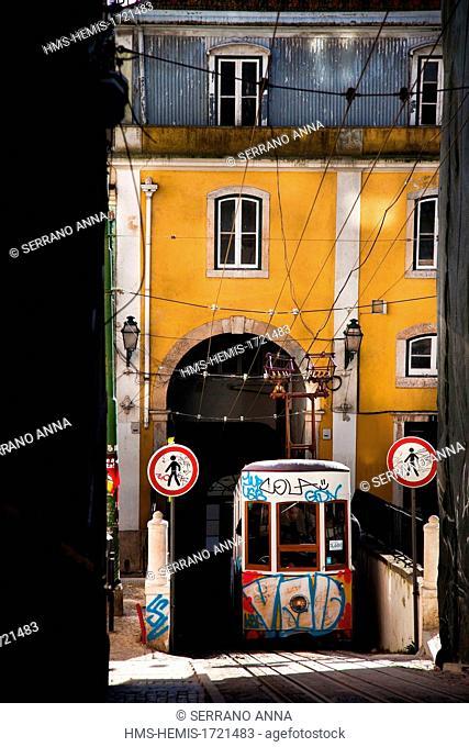 Portugal, Lisbon, elevador da Bica