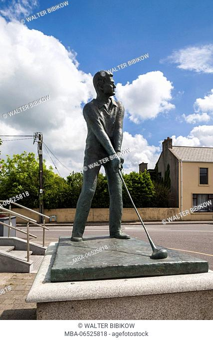 Ireland, County Kerry, Ballybunion, statue of a golfing US President Bill Clinton, who visited the local golf course in 1998