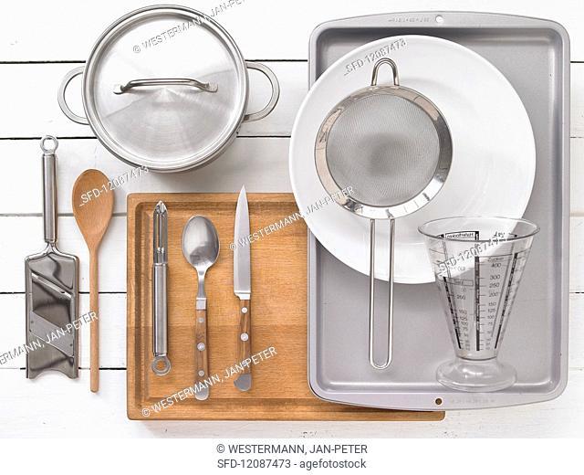 Kitchen utensils for preparing vegetable rolls