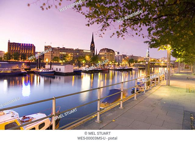 Germany, Hamburg, View of old town and St. Nicolai church