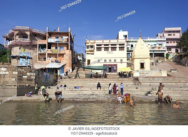 Pilgrims at ghat steps on river Ganges, Varanasi, Uttar Pradesh, India