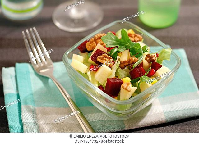 Salad with beetroot and walnuts