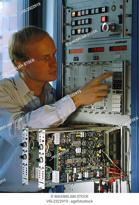 Electronics engineer installing the electronic control of plant equipment - 01/01/2010