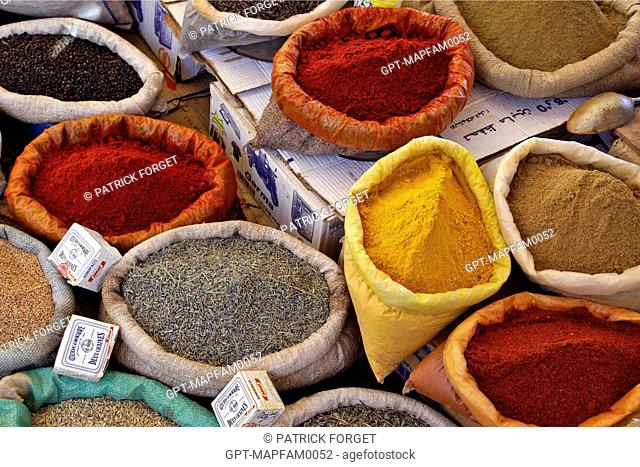 A COLORFUL SPICE STALL IN THE BERBER MARKET OF TAHANAOUTE, AL HAOUZ, MOROCCO