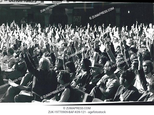 Sep. 09, 1977 - Liberal Party Conference at Brighton - Photo Shows - Delegates Voting at the End of the dehate on the Lib-Lab pact during the second day of the...