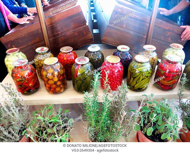 2015, Milano, Lombardia, Italia, EXPO, padiglione Azebaigian, conserve alimentari e piante aromatiche. 2015, Milan, Lombardy, Italy, EXPO, Azerbaijan pavilion