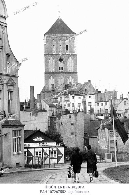 Panoramic view to the Nikolai church in the oldtown of the seaport Rostock in 1966. | usage worldwide. - Rostock/GDR
