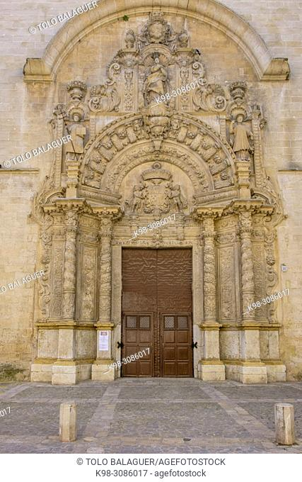 Montesión, fachada principal, que presenta una portada de finales del XVII y que ha sido explicada como precedente de las portadas retablos, Palma, Mallorca
