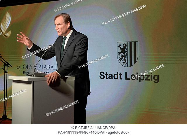 17 November 2018, Saxony, Leipzig: Sports policy: 25th Olympic Ball in Leipzig - Patron Lord Mayor Burkhard Jung discussed a joint marketing concept for...