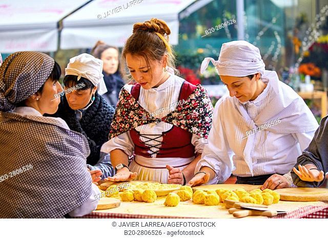 Talos, Elaboration of corn stalk, Feria de Santo Tomás, The feast of St. Thomas takes place on December 21. During this day San Sebastián is transformed into a...