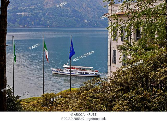 Cruise vessel, at Villa Carlotta, Lake Como, Tremezzo, province of Como, Lombardy, Italy / Lago di Como