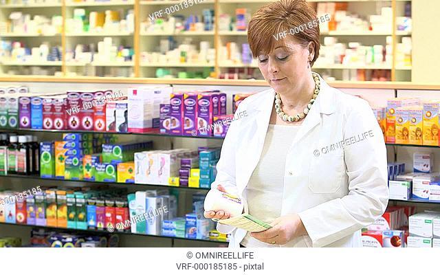 MS Portrait of female pharmacist