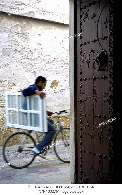 Tunez: Kairouan Rue S Gueriani, as seen from Koranic school of Sidi el Ghariani