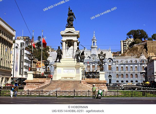 Plaza Sotomayor Statue